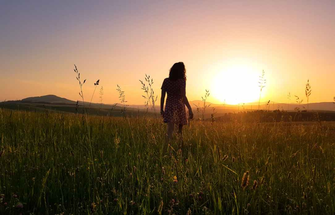 woman stainding on green field